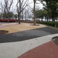 海南透水混泥土彩色停车场路面的做法